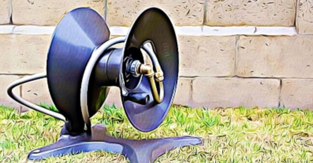 How to Use a Garden Hose Reel